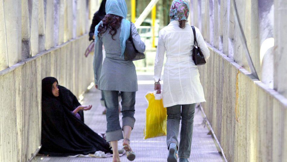 Iranerinnen beim Shopping: Teherans Oberschicht lässt es sich gutgehen