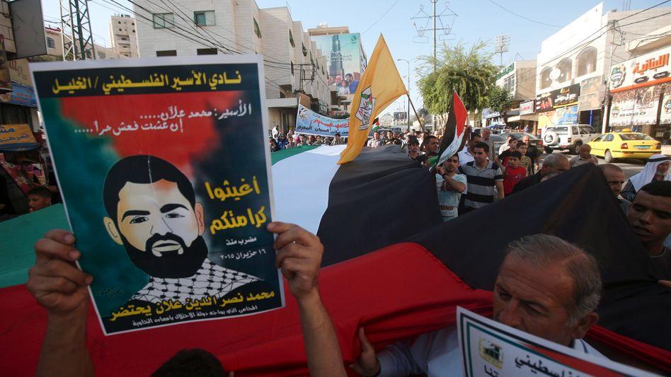 Solidaritätskundgebung für Allaan am 17. August in Hebron: hat nun die Rechte eines normalen Krankenhauspatienten