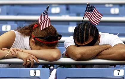 Viele der Trauernden im Stadion haben bei dem Anschlag Freunde oder Verwandte verloren