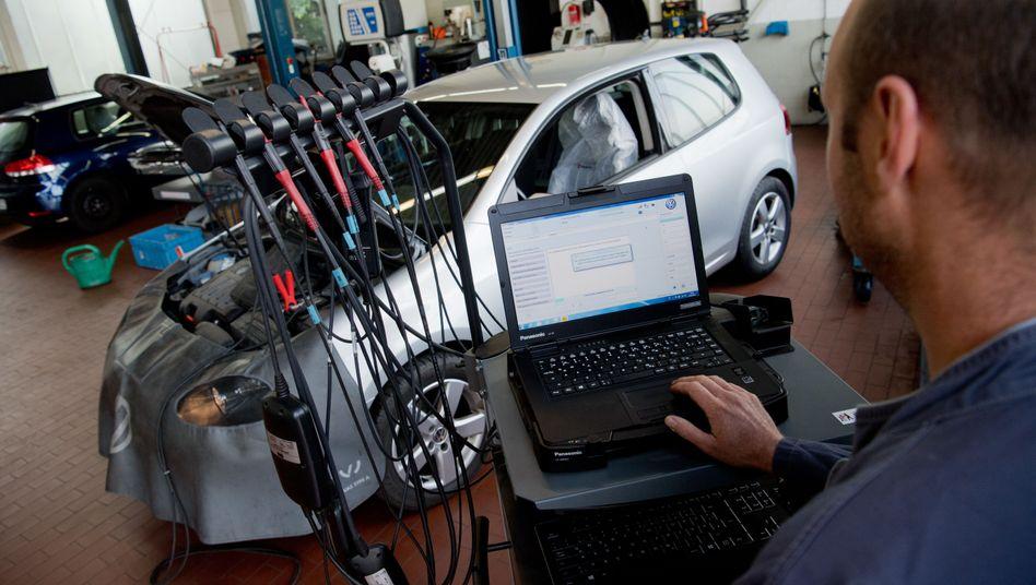 VW mit manipulierter Software in Werkstatt