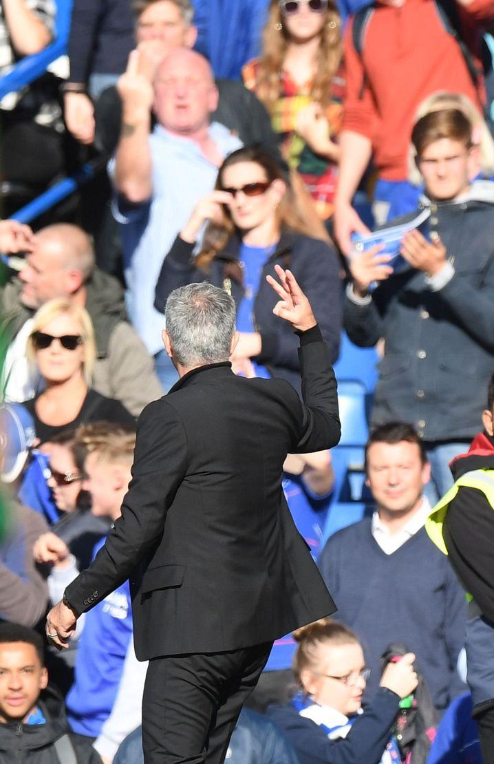 Die Drei-Finger-Geste von Mourinho