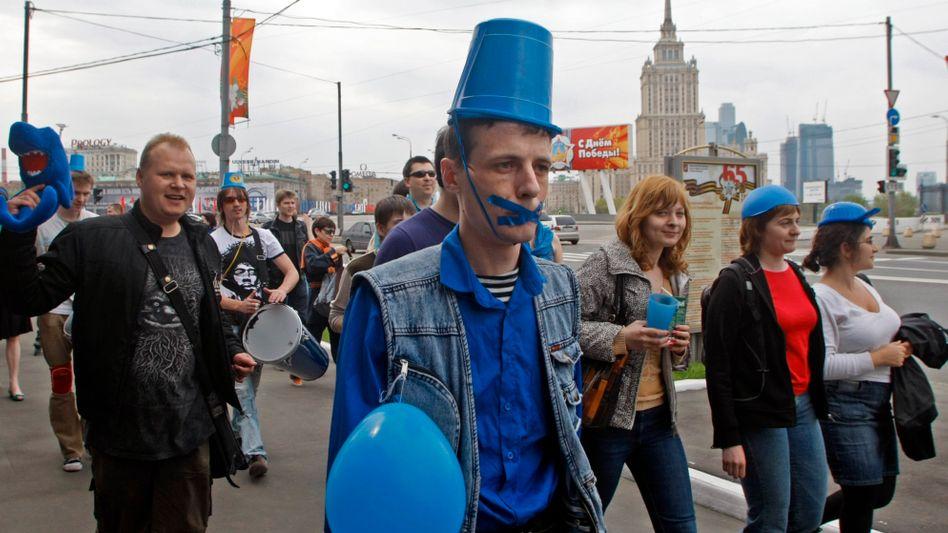 """Protest in Moskau: """"Gemeinschaft der blauen Eimerchen"""""""