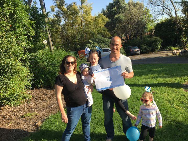 Gal Goldner mit seiner Familie
