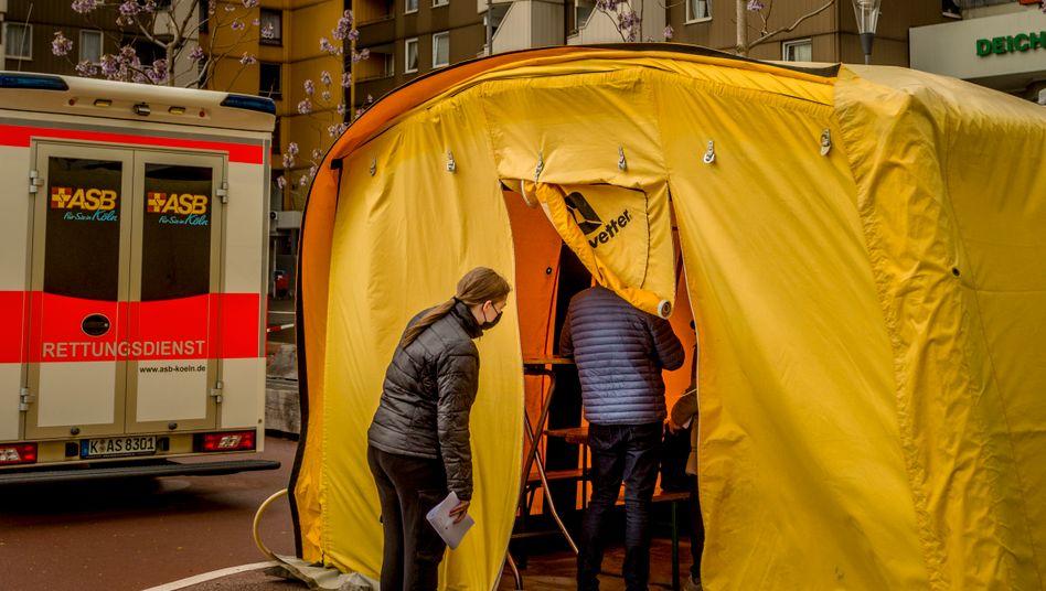 Wartezelt in Köln-Chorweiler: Alle wollen Biontech – nur die Russen nicht, die fragen nach Sputnik