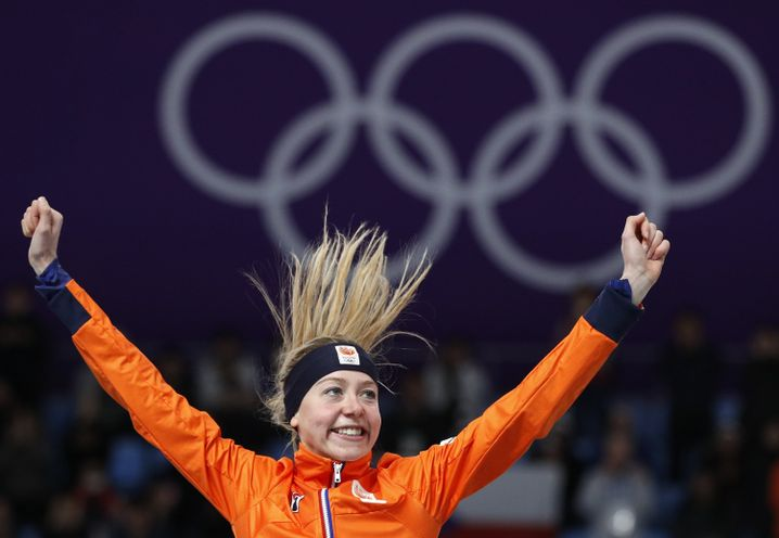 Esmee Visser aus den Niederlanden freut sich über ihre Goldmedaille