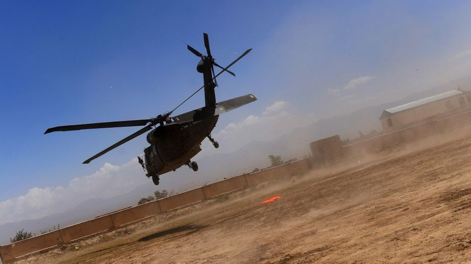Helikopter im Afghanistan-Einsatz: Transall-Flugzeuge als Ersatzteillager