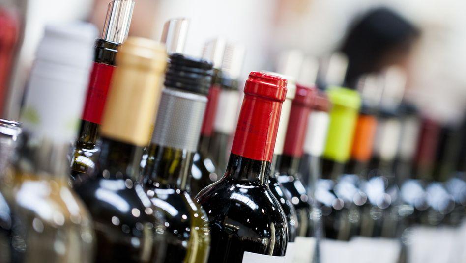 Weinflaschen auf einer Messe (Archivbild)