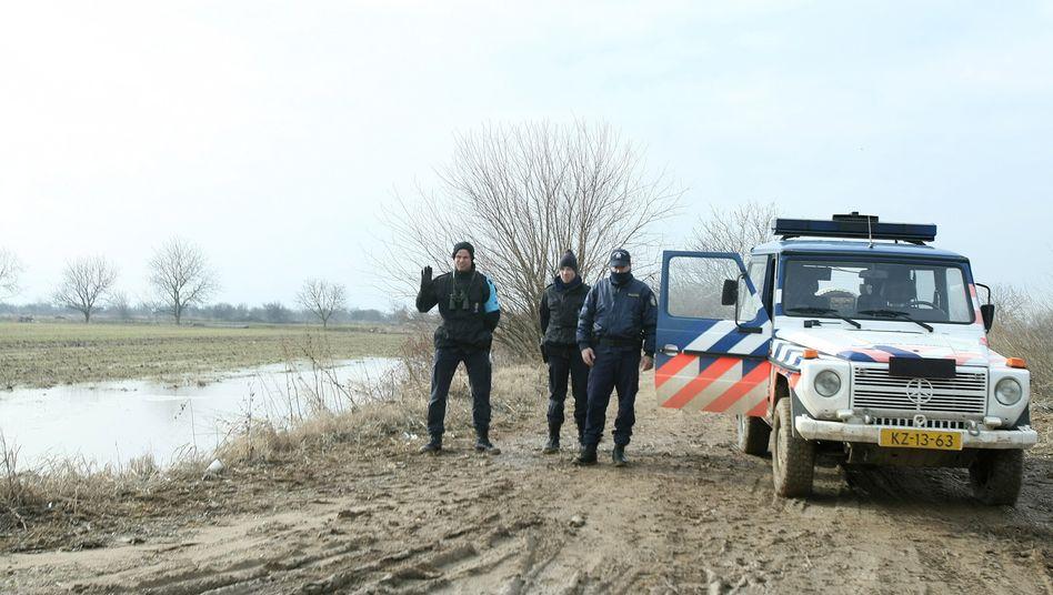 Frontex-Grenzschutzbeamte im EU-Auftrag am Fluss Evros zwischen Griechenland und der Türkei (Archivbild)