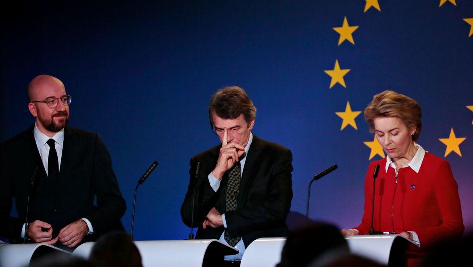 Ursula von der Leyen, David Sassoli und Charles Michel (l.) bei ihrer Pressekonferenz zum Brexit