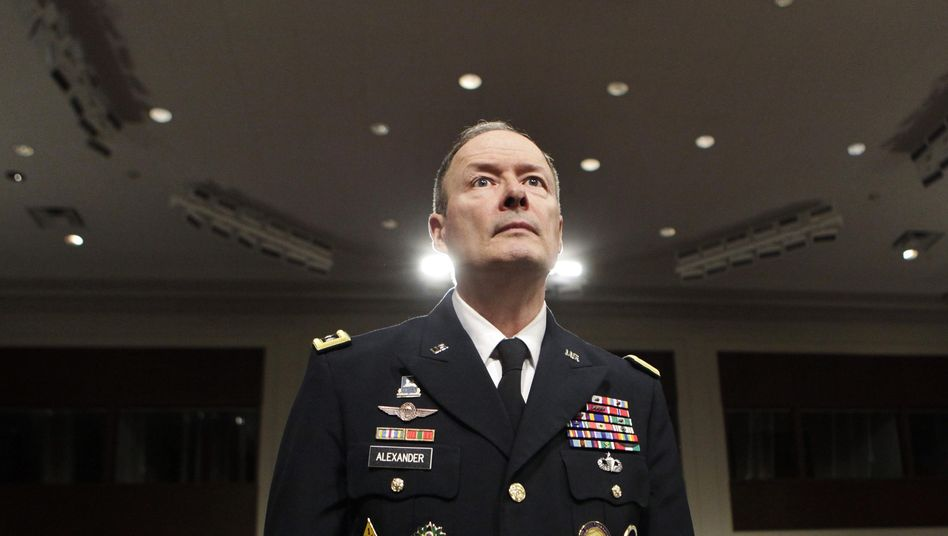"""NSA-Direktor Keith Alexander: """"Warum können wir eigentlich nicht alle Signale immer abfangen?"""""""