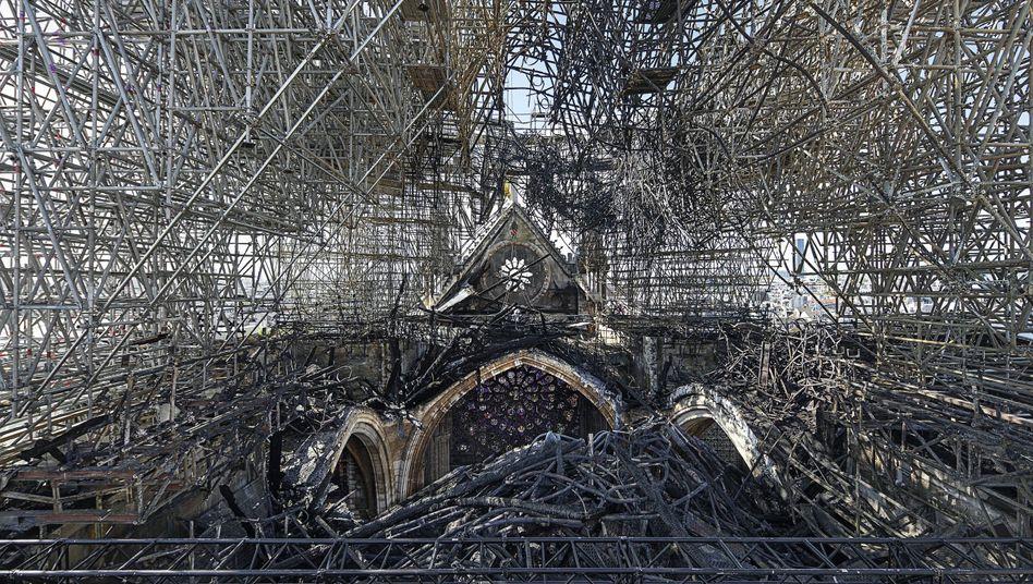 Eingerüsteter Dachstuhl der Pariser Kathedrale Notre-Dame nach dem Brand: »Die Gefahr ist nicht gebannt«