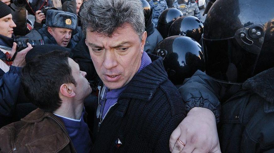 Kreml-Kritiker Nemzow bei Protesten in St. Petersburg: »Reden im Dunkeln«