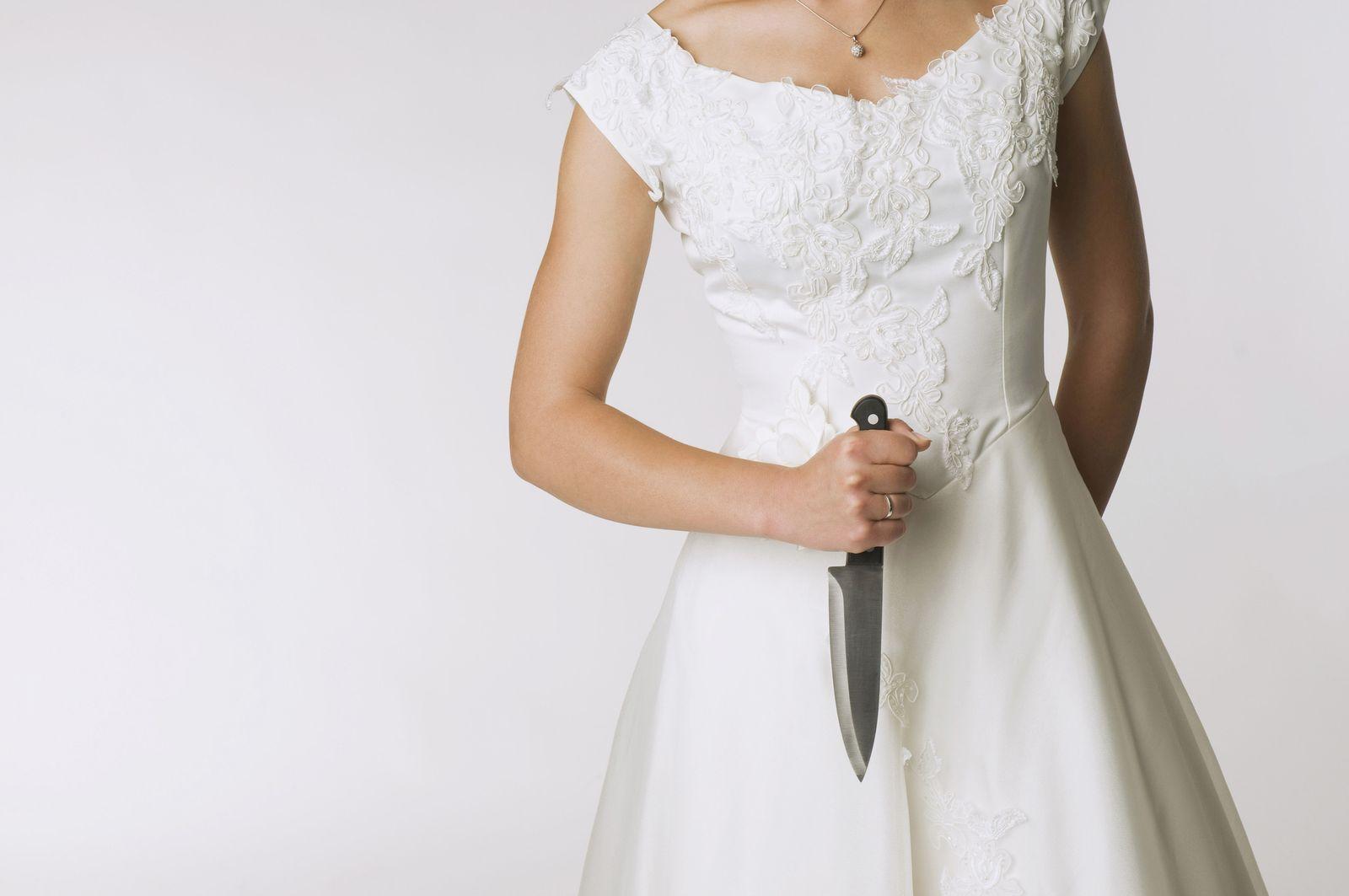NICHT MEHR VERWENDEN! - Frau mit Messer