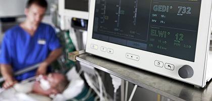 """Krankenpfleger mit Intensiv-Patient: """"Anspruch auf Selbstbestimmung"""""""