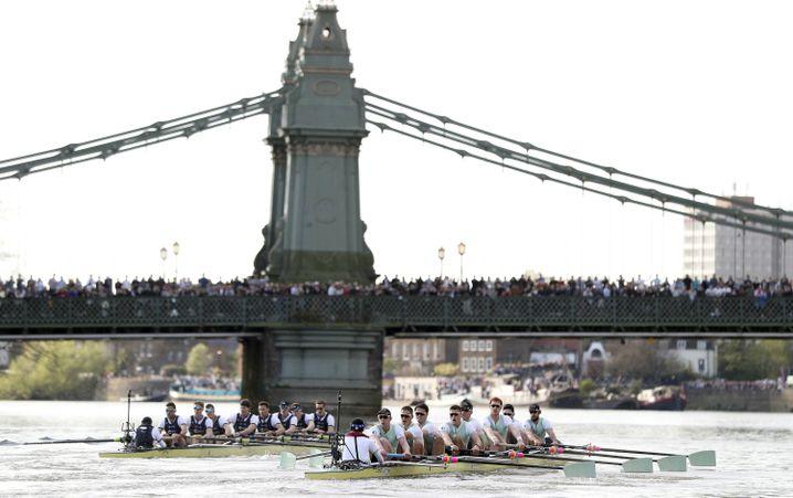 Oxford und Cambridge messen sich beim Britain Boat Race