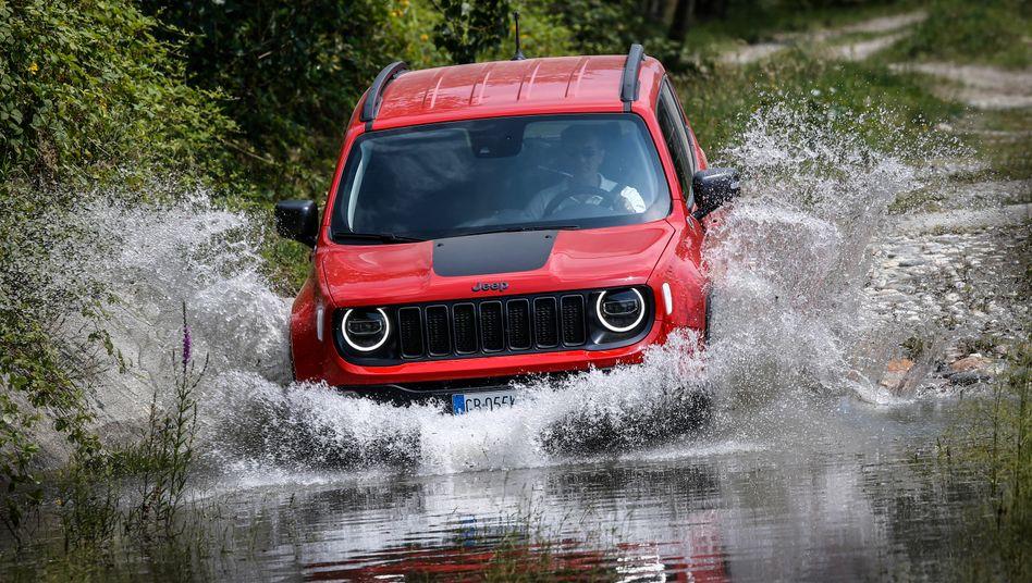 Die zum neuen Stellantis-Konzern (Fiat-PSA) gehörende Marke Jeep bringt das kompakte SUV-Modell Renegade jetzt mit Plug-in-Hybridantrieb auf den Markt.
