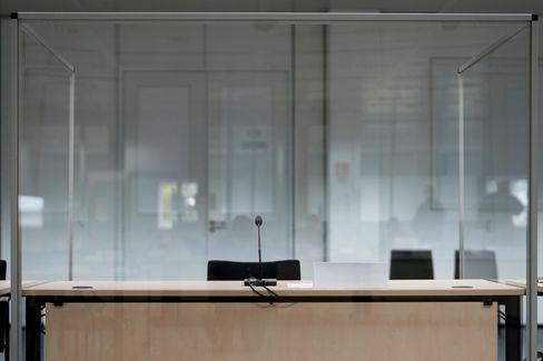 Leere Anklagebank in Itzehoe