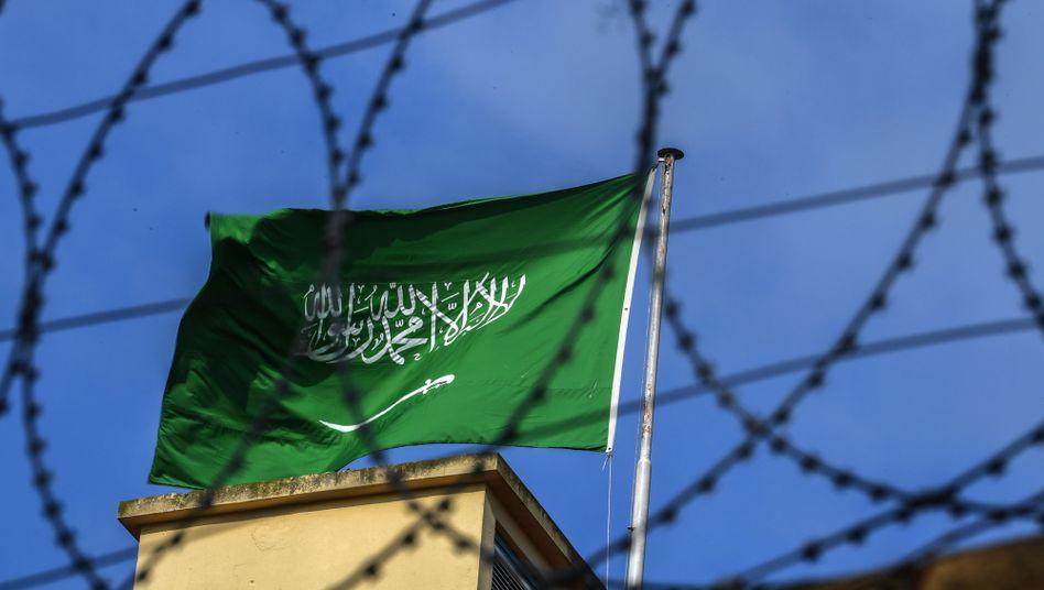 Flagge über dem saudi-arabischen Konsulat in Istanbul