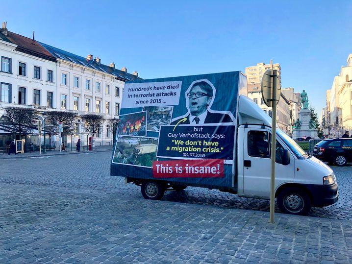 Plakat der ungarischen Regierung in Brüssel