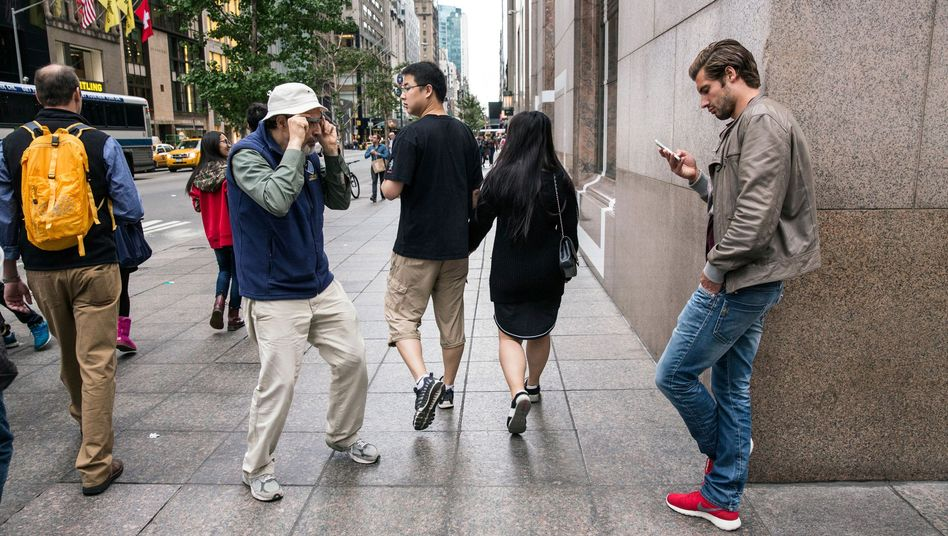 Fotograf Bruce Gilden mit Foto-Brille in New York: Was darf man knipsen?
