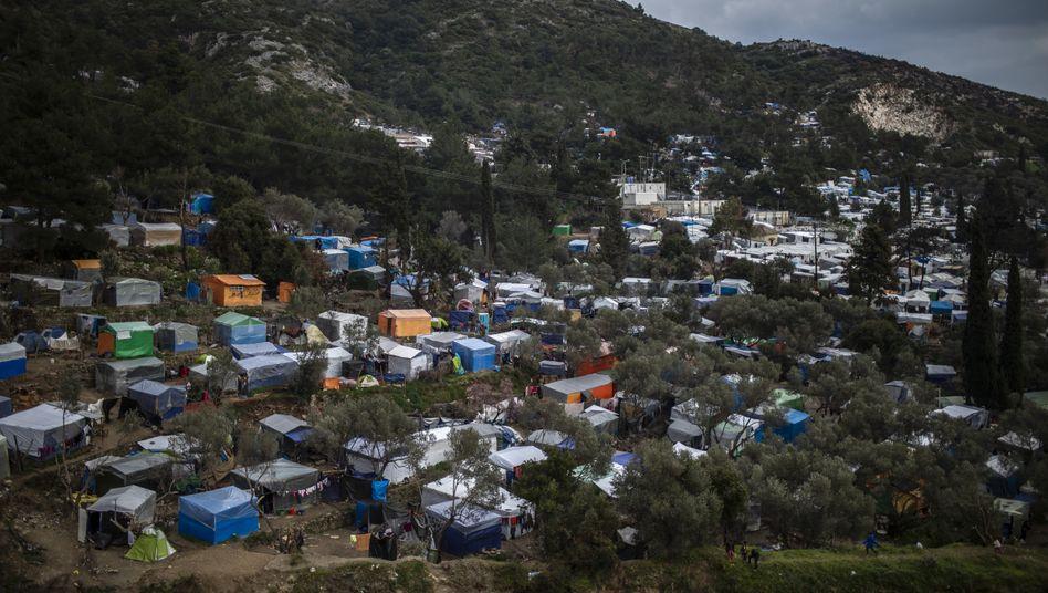 Provisorisches Flüchtlingslager auf der griechischen Insel Samos
