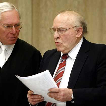 Holocaust-Leugner Zündel (r.): Zu fünf Jahren Haft verurteilt