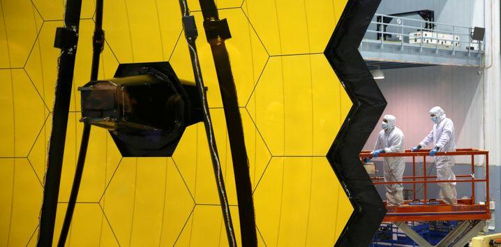 Parte dello specchio del telescopio Webb (immagine d'archivio)