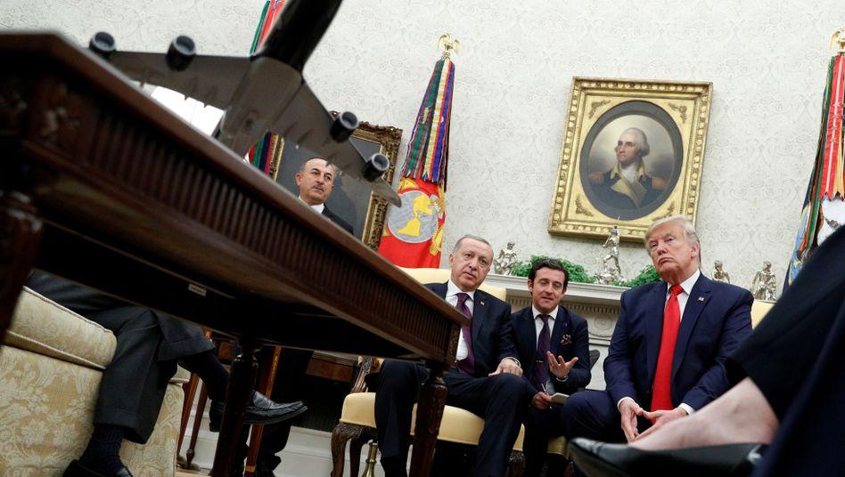 Recep Tayyip Erdogan mit Donald Trump im Oval Office des Weißen Hauses