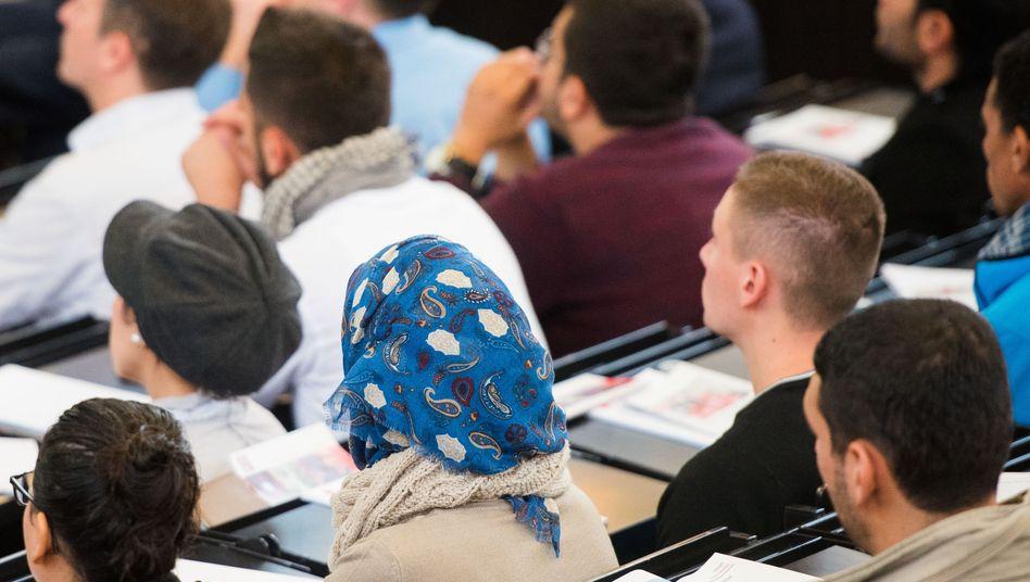 IAB-Studie: Akademikerquote ist unter Zuwanderern hoch (Symbolbild)