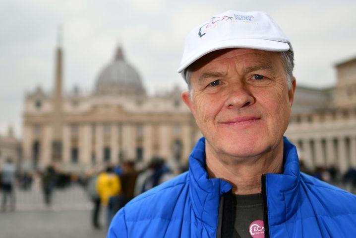 Aktivist Peter Saunders auf dem Petersplatz
