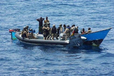 Festnahme der neun Piraterie-Verdächtigen durch die Marine: Beweise versenkt