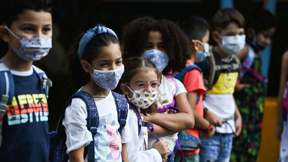 Schoolchildren wearing facemasks in Dortmund