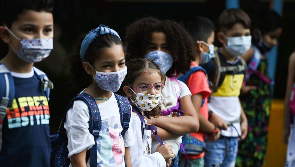 Schulkinder mit Gesichtsmasken in Dortmund: »Ähnlich häufig infiziert wie Lehrerinnen und Lehrer«