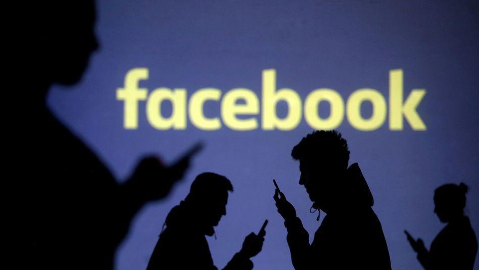 Facebook, Silhouetten von Nutzern