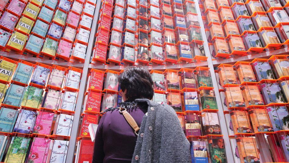 Besucherin in Frankfurt am Main auf der Frankfurter Buchmesse (Archiv)