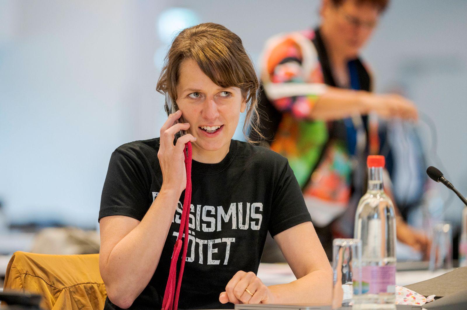 THÜRINGER LANDTAG SONDERPLENUM 05/06/2020 - Erfurt: Diana Lehmann (SPD) trägt ein schwarzes T-Shirt mit Bezug zum Todes