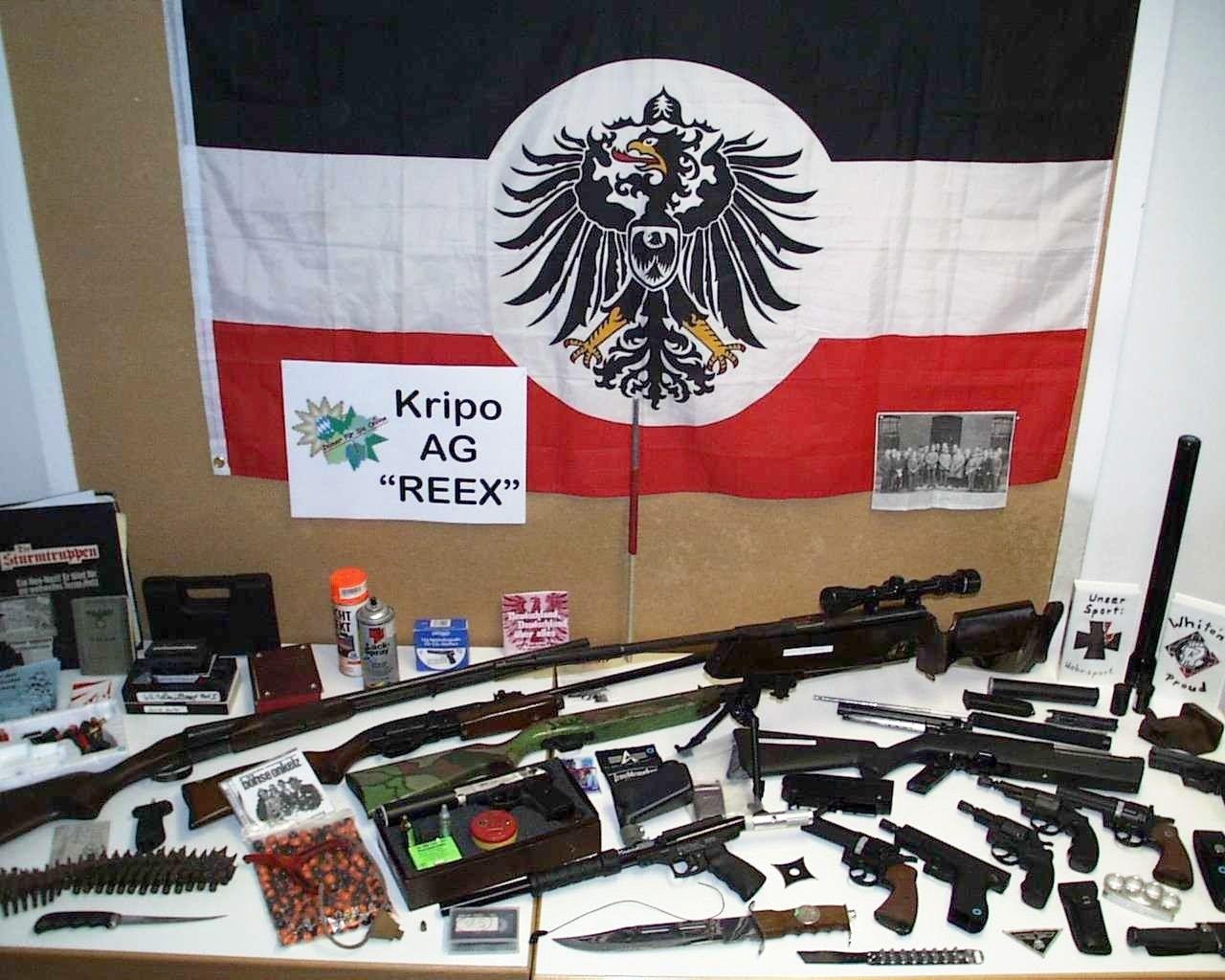 NICHT VERWENDEN Waffen Neonazis