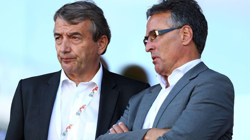DFB-Präsident Niersbach (l.), Generalsekretär Sandrock: Unseriöses Vorgehen