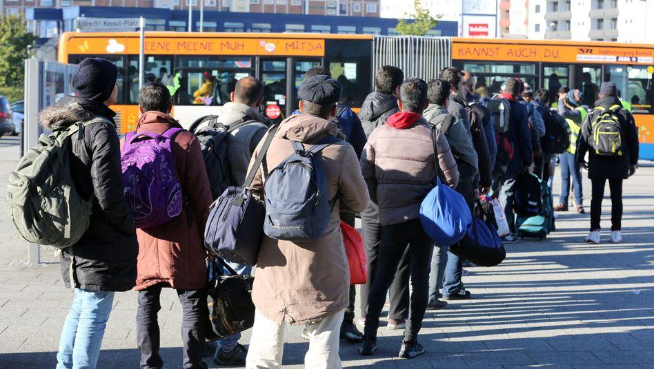 Flüchtlinge in Rostock (Symbolbild): Krise abseits der Innenstädte - noch