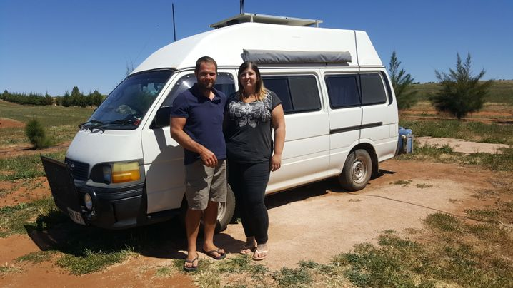 In diesem Van wohnen Sebastian und Victoria