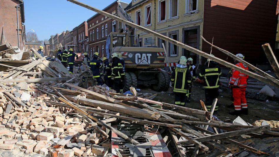 Rettungskräfte am 10. März in Itzehoe: Schuldfrage steht im Raum