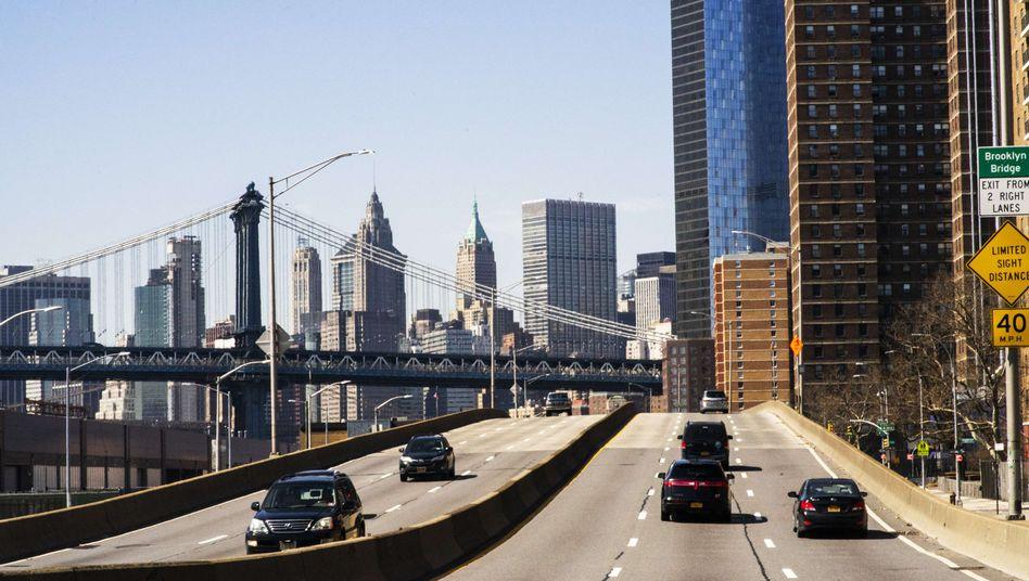 Autos dürfen in den USA nach einer Gesetzesänderung künftig wieder deutlich mehr Sprit verbrauchen - zulasten der Umwelt.