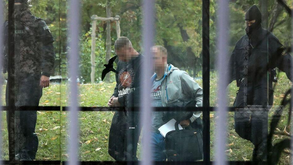 """Mitglieder der """"Revolution Chemnitz"""" nach ihrer Verhaftung im Oktober 2018"""