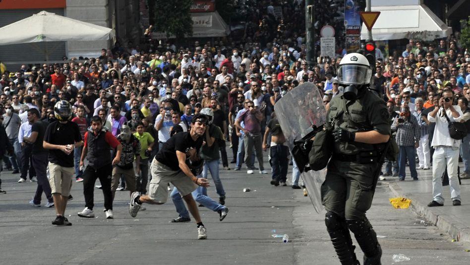 Landesweiter Protest: Griechische Randalierer prügeln sich mit Polizisten