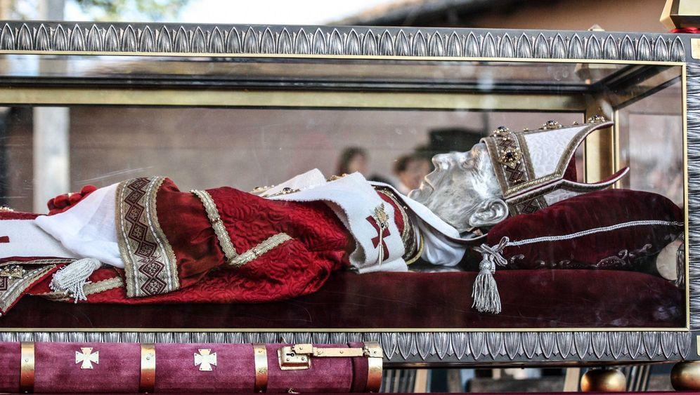 Reliquien: Der päpstliche Totenkult