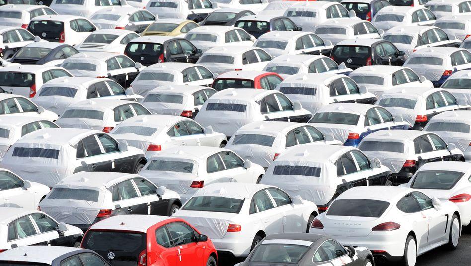 Autoterminal am VW-Werk in Emden: Die Marke büßte um knapp 14 Prozent ein