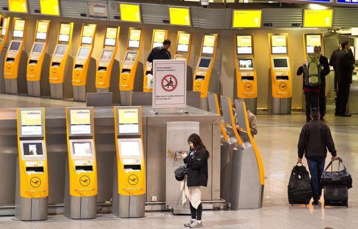Passagiere während des Lufthansa-Streiks im April in Frankfurt