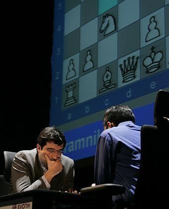 Schach-Champions Wladimir Kramnik und Viswanathan Anand: Warum werden nur Männner Schach-Weltmeister?