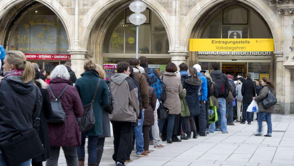 Unterstützer des Volksbegehrens in München: Zehn-Prozent-Hürde geknackt
