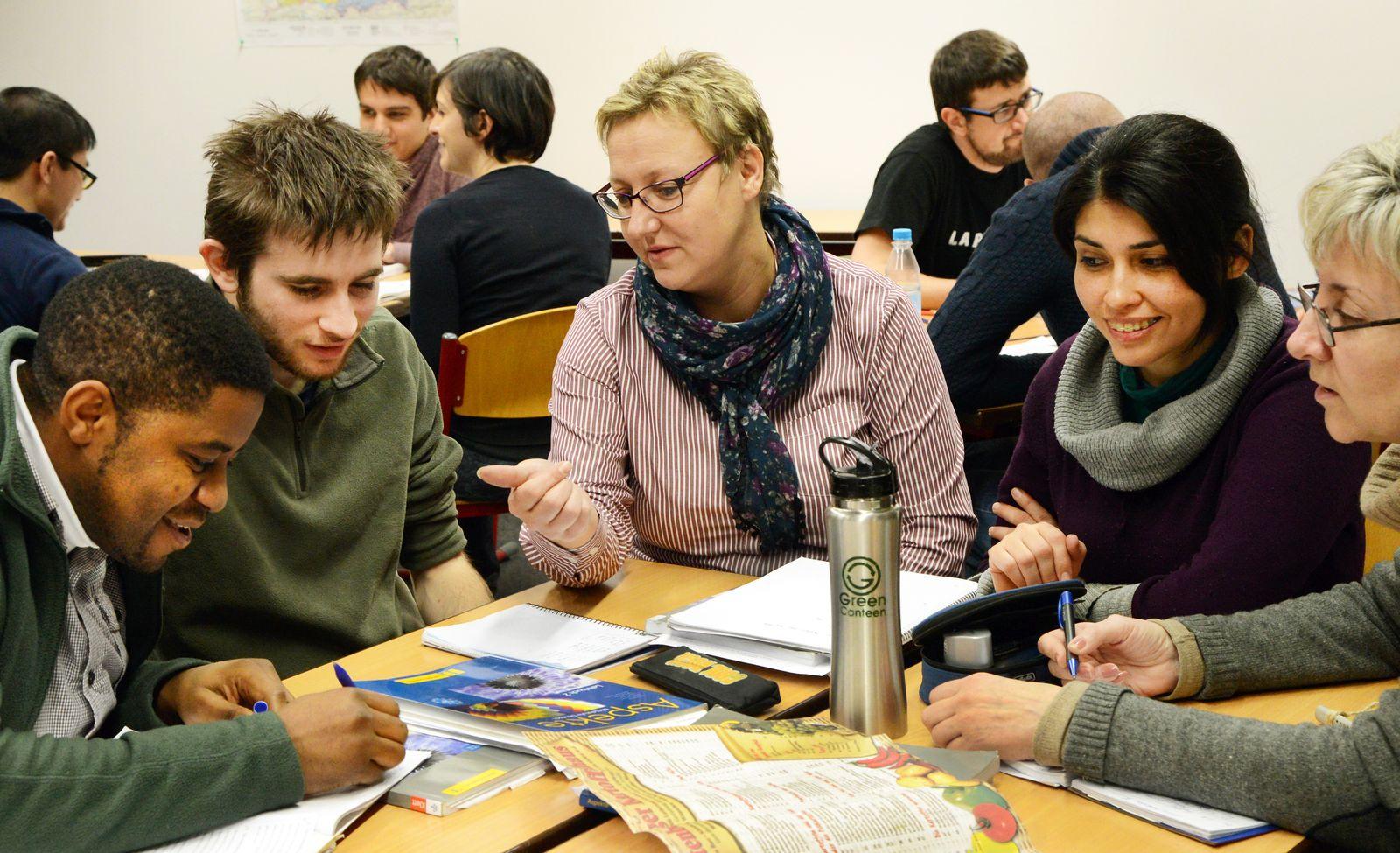 Integrationswelle/ Zuwanderer/ Deutsch-Kurse für Ausländer stark gefragt